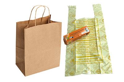 déchets sacs biodégradables à jeter dans la poubelle verte